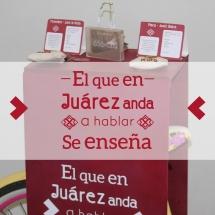 El que en Juárez anda, a hablar se enseña